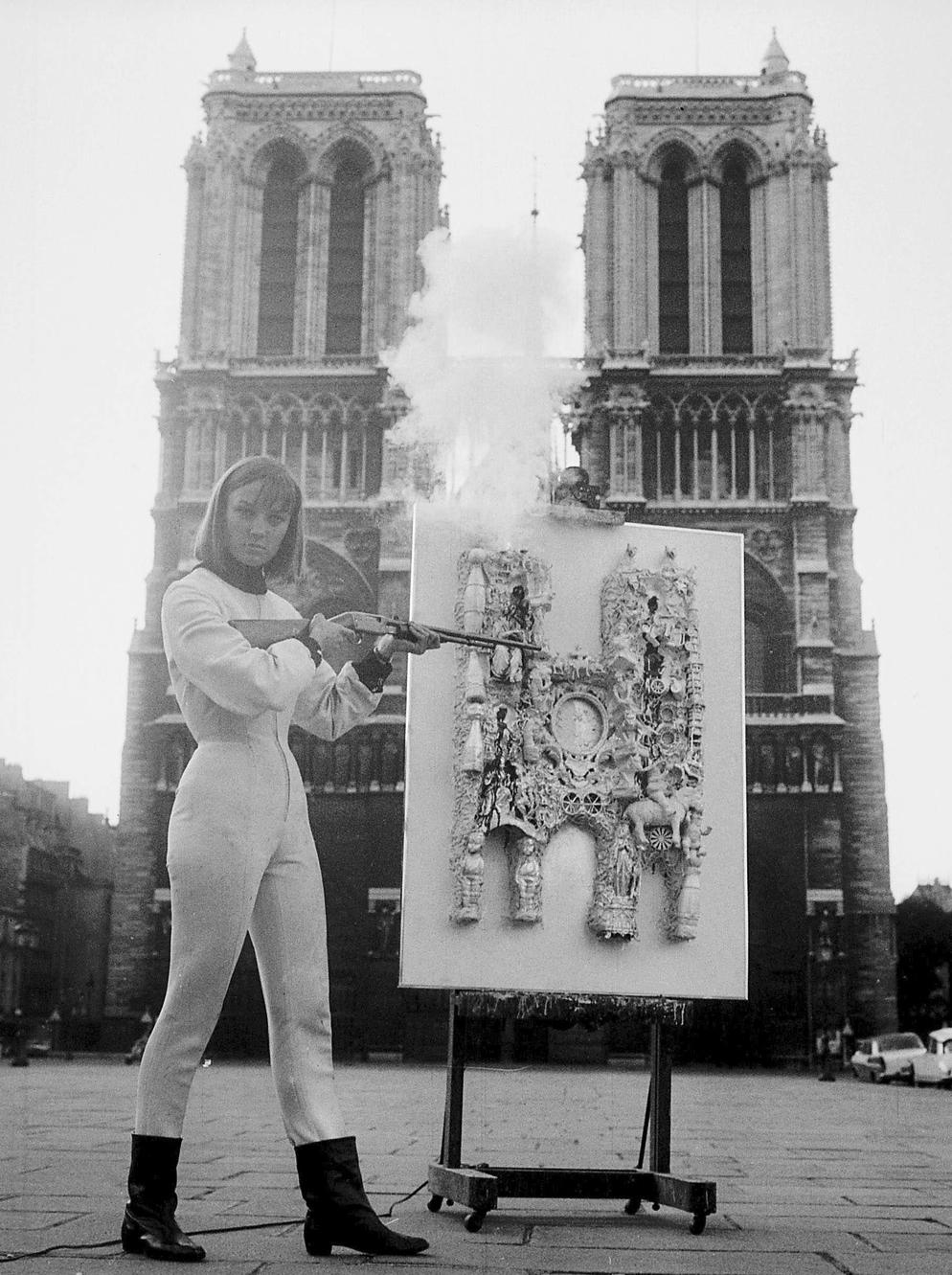 Niki de Saint Phalle fête les 800 ans de Notre-Dame de Paris (1963).