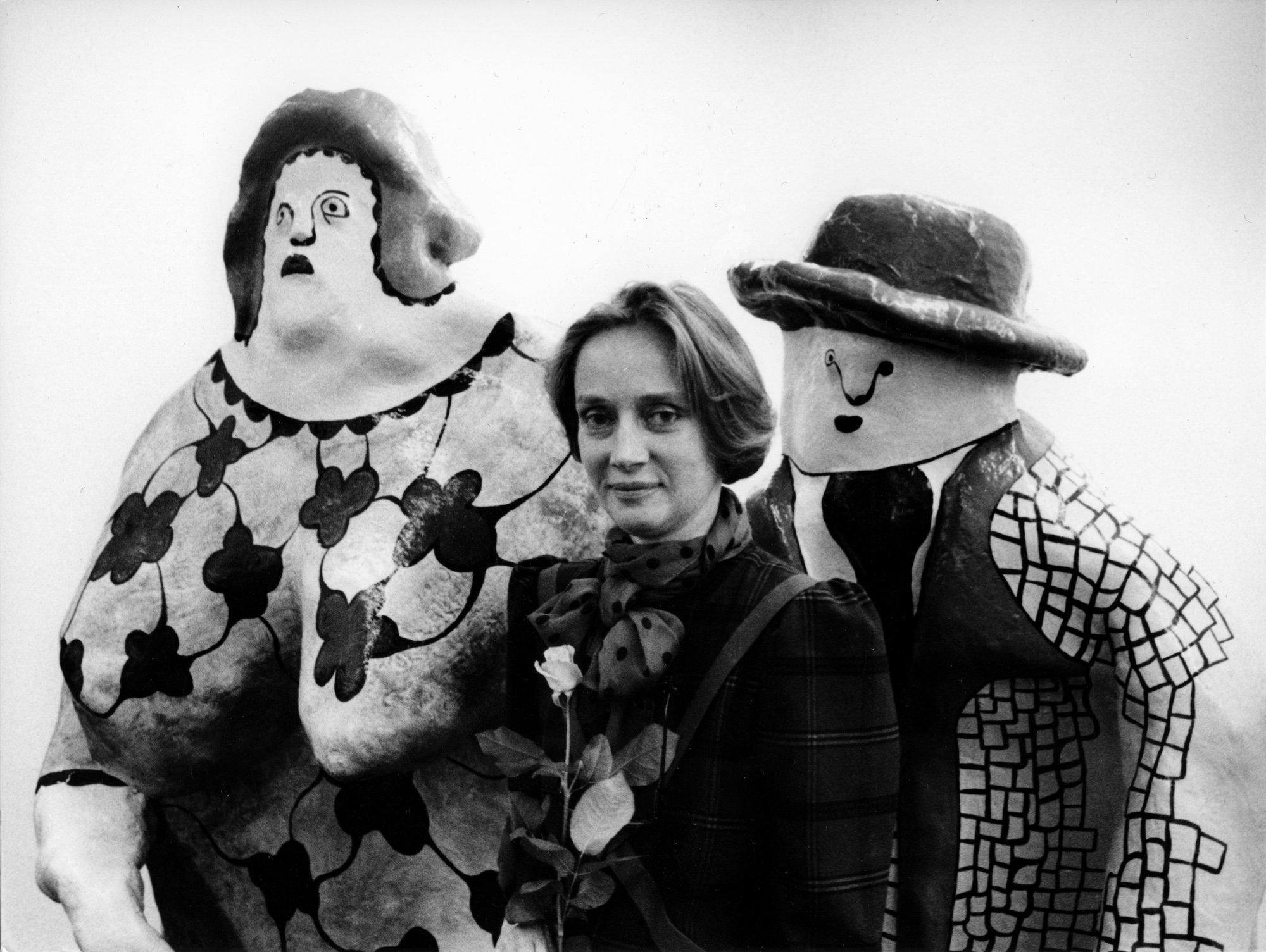 Les Nanas, Niki de Saint Phalle, mai 1985 lors de l'exposition à la Galerie Littmann. Photo : Kurt Wyss ©