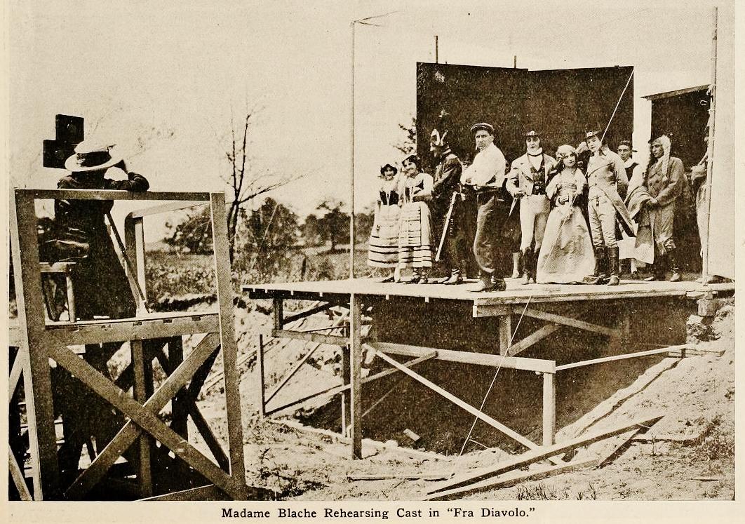 Alice Guy et ses acteurs sur le tournage de Fra Diavolo (Solax, 1912)