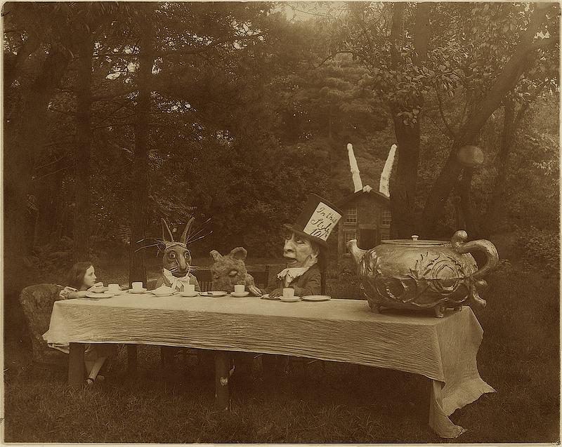 Alice_in_wonderland_Tea_Party_1915
