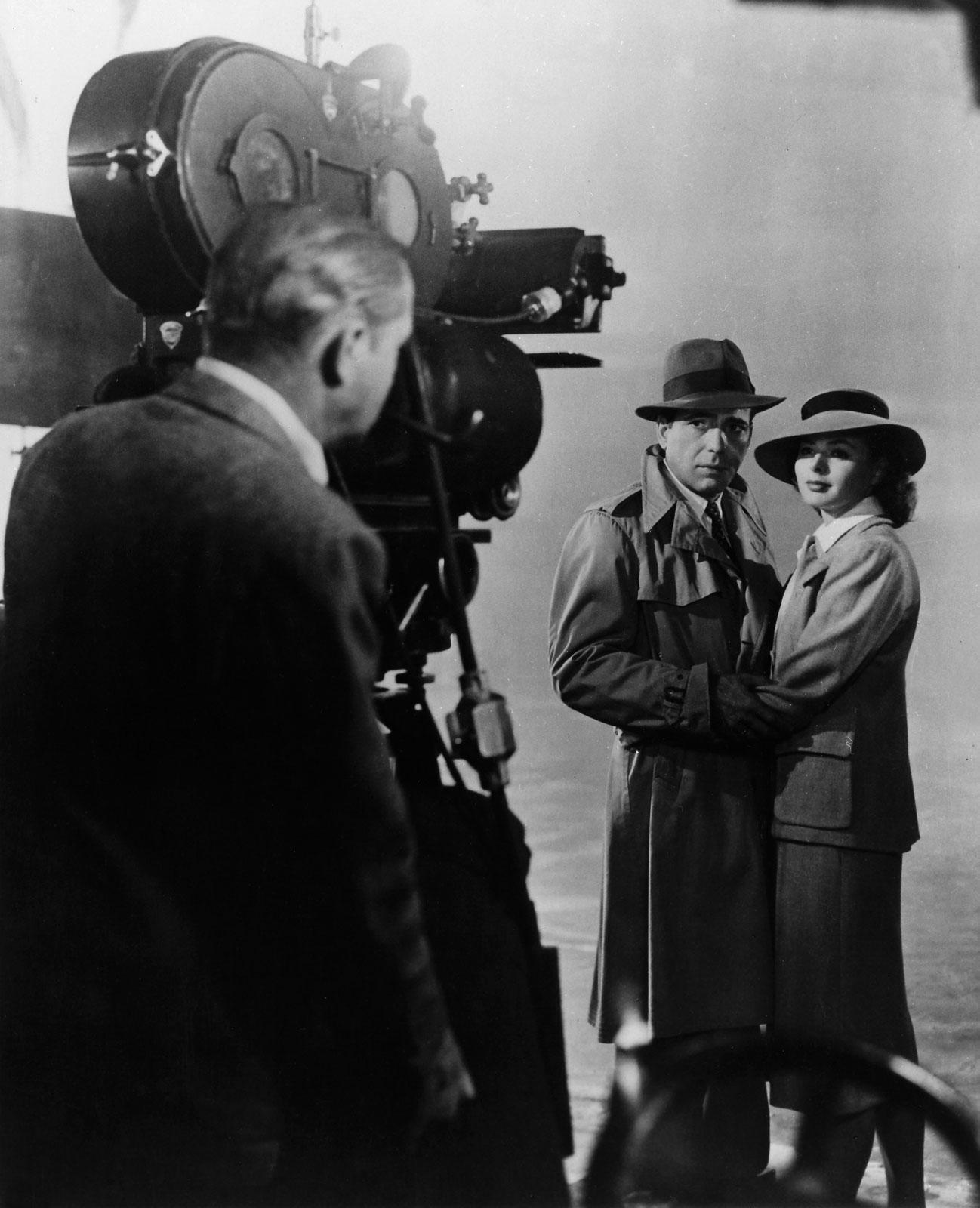Humphrey Bogart et Ingrid Bergman sur le tournage de Casablanca, réalisé par Michael Curtiz, 1942