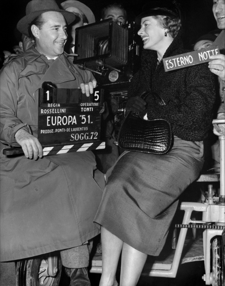 Ingrid Bergman et Roberto Rossellini sur le tournage d'Europe 51, réalisé par Roberto Rossellini, 1952