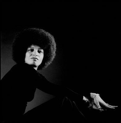 Angela Davis, photographiée par Philippe Halsman, 1973