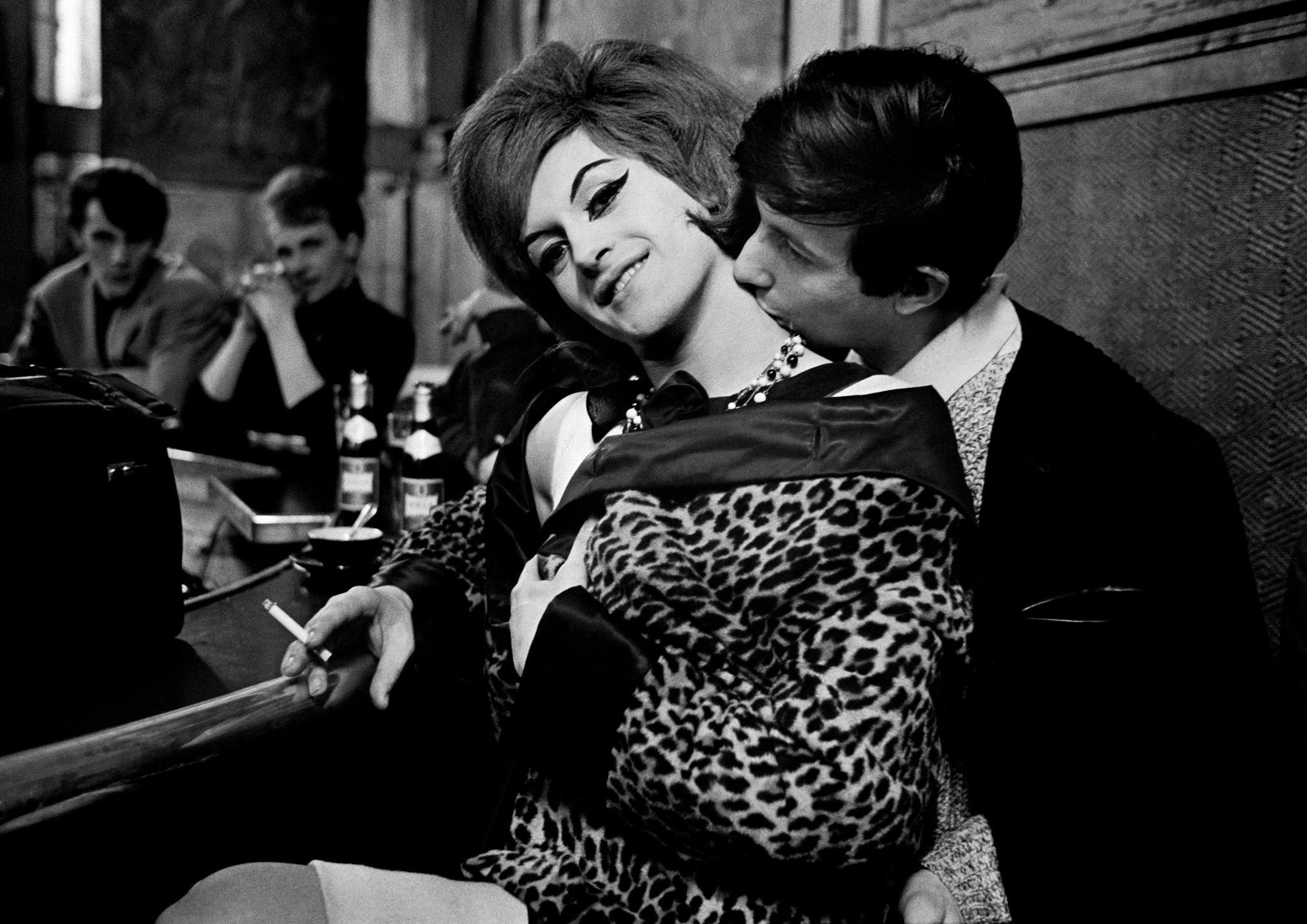 Carla et Zizou à la Brasserie Graff. Paris, 1963. © Christer Strömholm Estate/Agence VU